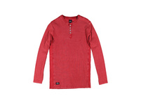 Auffälliges Henley Shirt